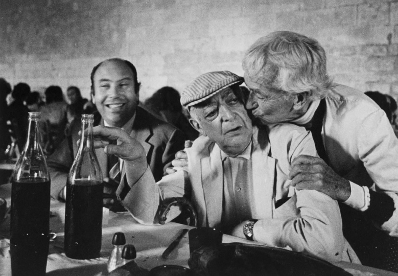 Brassaï and Lartigue at the lunch at Montmajour Abbey ; on Brassaï's left, Jean-Maurice Rouquette © Jean Dieuzaide, archives Jean Dieuzaide