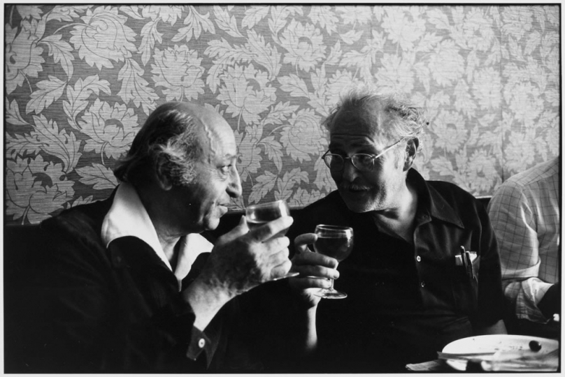 Youssuf Karsh and Eugene Smith eating out © Bernard Perrine, collection Bernard Perrine