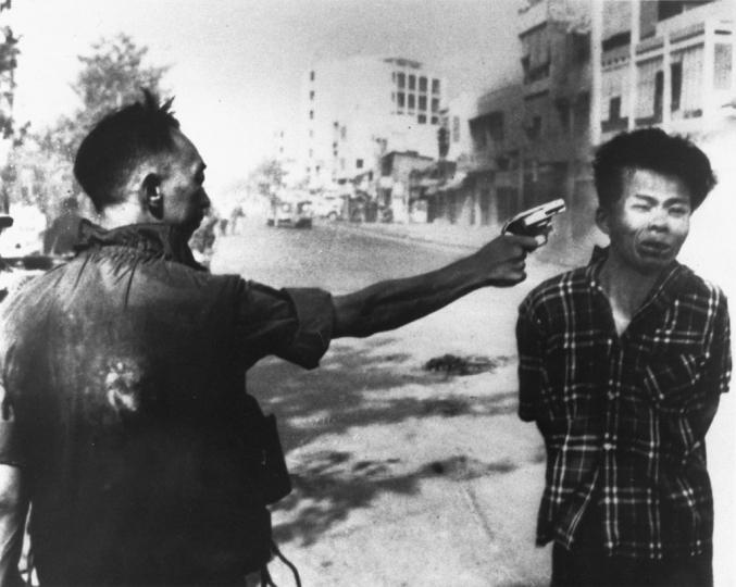Saigon execution: Murder of a Vietcong by Saigon Police Chief, 1968