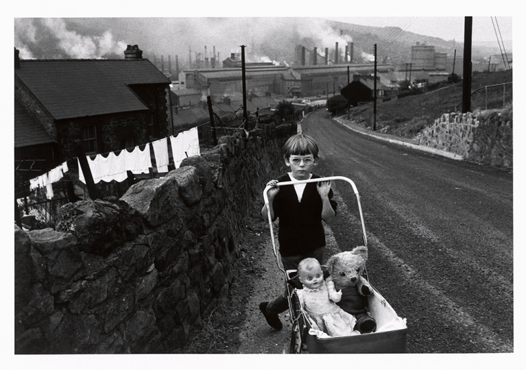 Bruce Davidson (b. 1933), Wales, 1965, gelatin silver print, 8 3/8 u00d7 12 1/2 in., Yale Center for British Art, Gift of Henry S. Hacker, Yale BA 1965, B2009.13.20. © Bruce Davidson/Magnum Photos.rn