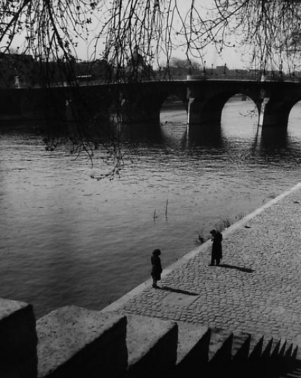 Edouard Boubat Le Pont Neuf, Paris 1948 / Courtesy Peter Fetterman gallery