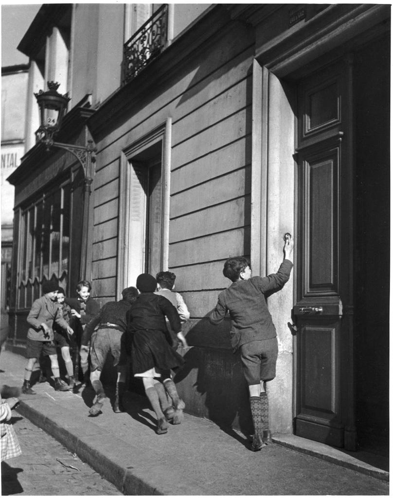 robert doisneau les ann es de jeunesse 1912 1939 l 39 il de la photographie magazine. Black Bedroom Furniture Sets. Home Design Ideas