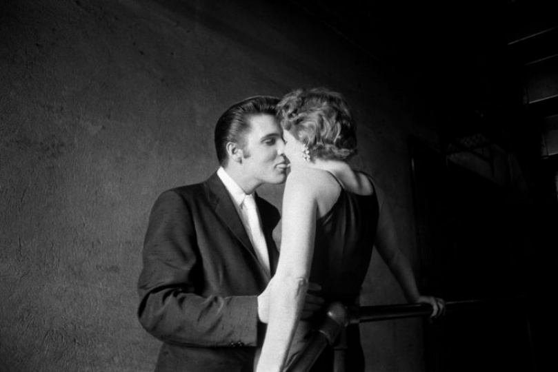 Alfred Wertheimer Elvis Presley --The Kiss-- 1956 / Courtesy Peter Fetterman gallery