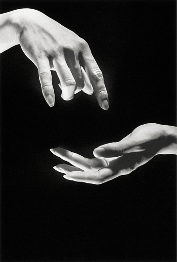 © I-Jong Juan, The Secrets of hands, 1999, gelatin silver print, 40 x 30 cm. Courtesy of Aura Gallery Beijing, Taipei