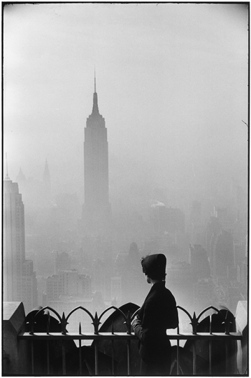 USA. New York City. 1955. Empire State Building.© Elliott Erwitt