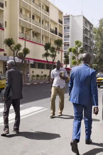 Avenue du Pr. L. Sedar Senghor, Dakar, Sénégal, 4 mars 2017 © Guy Tillim, Courtesy of Stevenson Gallery