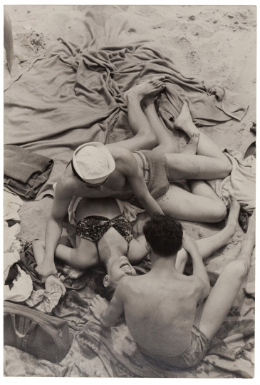 Henri Cartier-Bresson, Coney Island, New York, 1946 © Henri Cartier-Bresson & MoMA