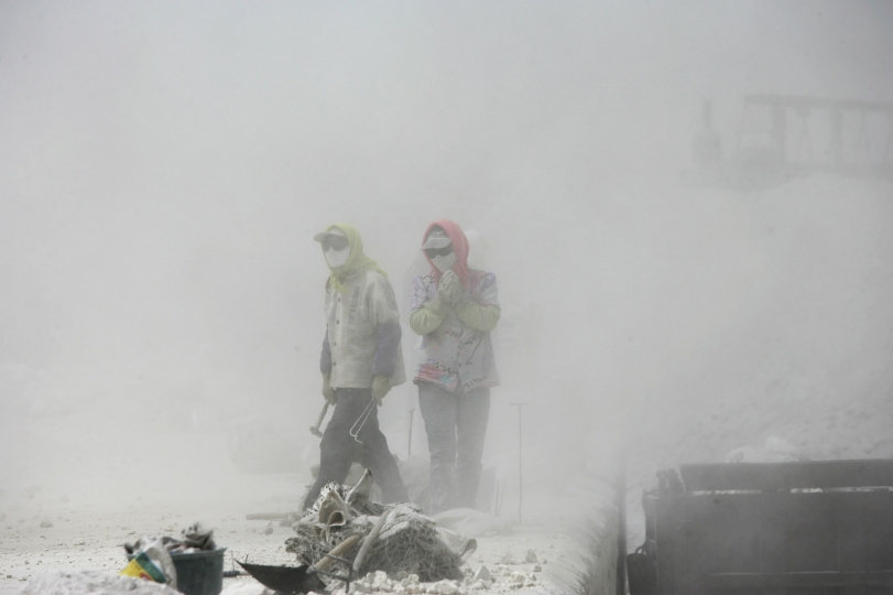 High Pollution Industry Wuhai Inner Mongolia 2006 © Lu Guang