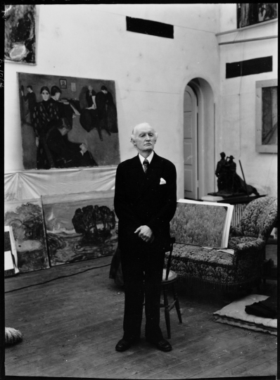 Munch in his Winter Studio in Ekely on his seventy-fifth birthday, 1938. Photo by Ragnvald Vaering