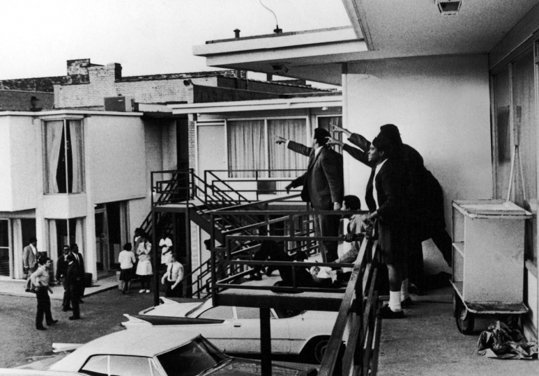 Dr. Martin Luther King assassination, Memphis, Tennessee., April 4, 1968. Courtesy Monroe Gallery of Photography Joseph Louw/© Time Inc.