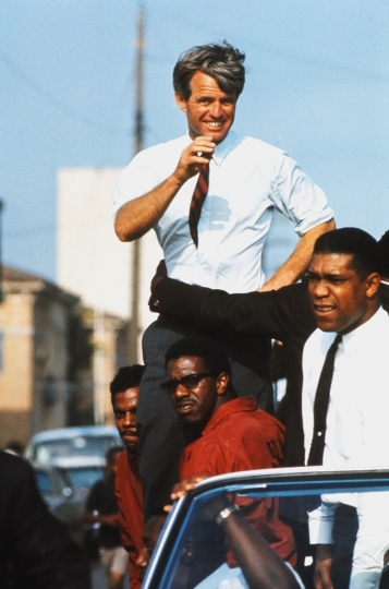 The Kennedy campaign travels through the Watts section of Los Angeles on the last day before the primary, 1968. Courtesy Monroe Gallery of Photography © Bill Eppridge