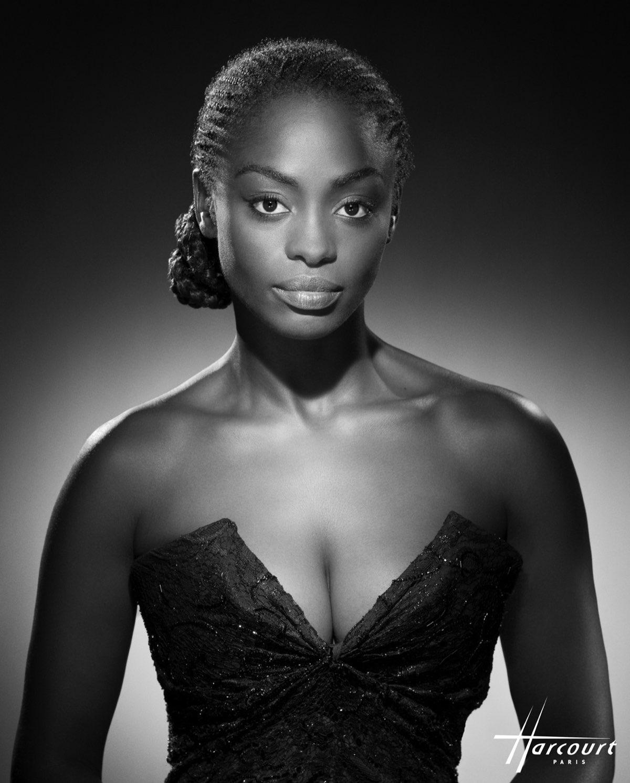 1239378aa Aïssa Maiga 2008-actrice francaise née à Dakar, Sénégal © Studio Harcourt
