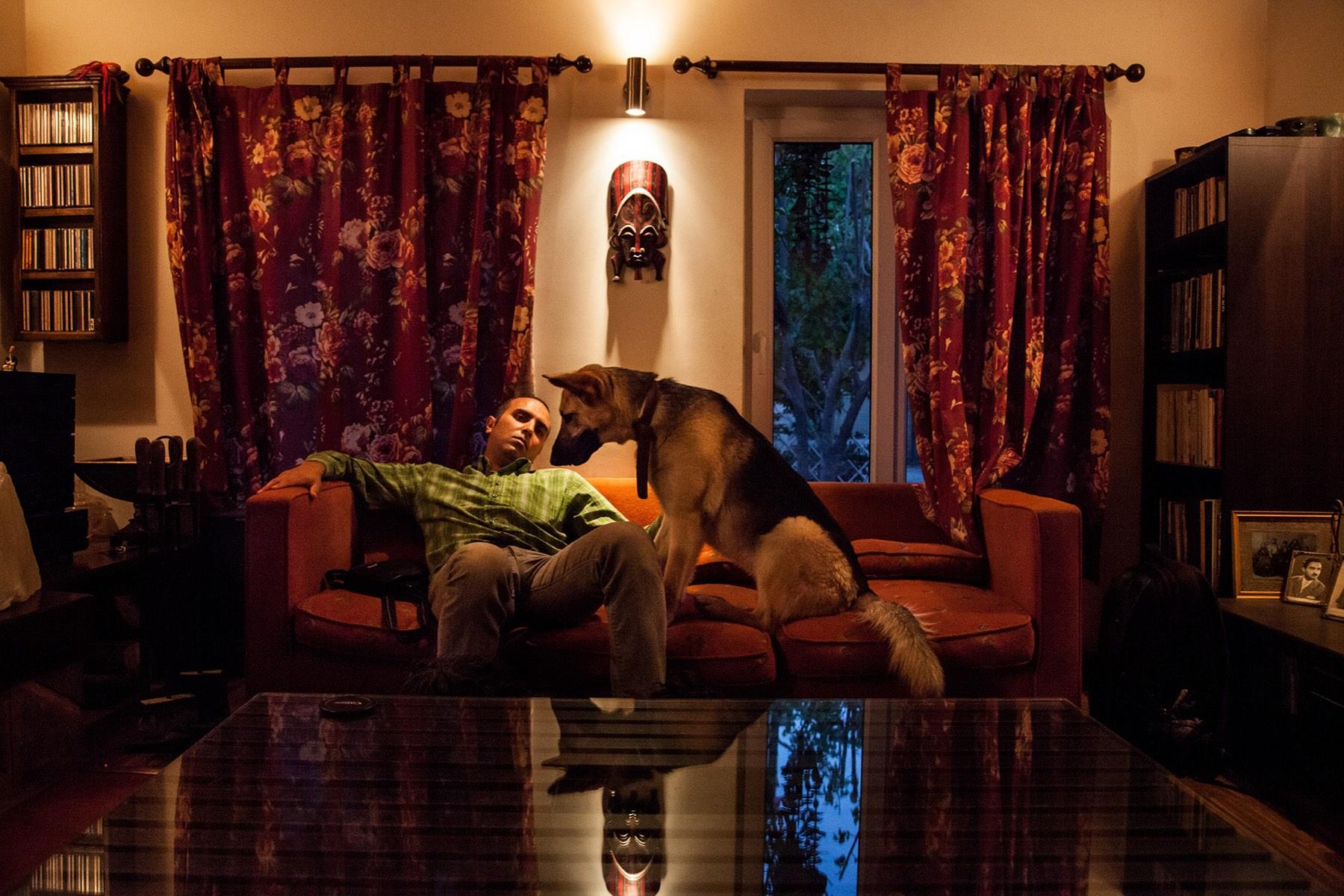 nazanin tabatabaee vaincre la solitude aux c t s des animaux l 39 il de la photographie magazine. Black Bedroom Furniture Sets. Home Design Ideas