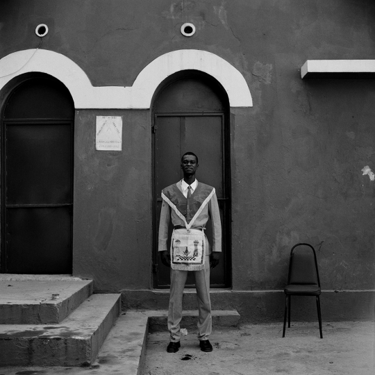 Freemason outside the La Respectable Verité #47 (2014) © Leah Gordon