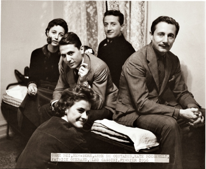 A small party in New York in 1956 with glamourous international young people: Kate Roosevelt, Patrick Guerrand-Hermes, Anne de Contades, Benno Graziani, Oleg Cassini