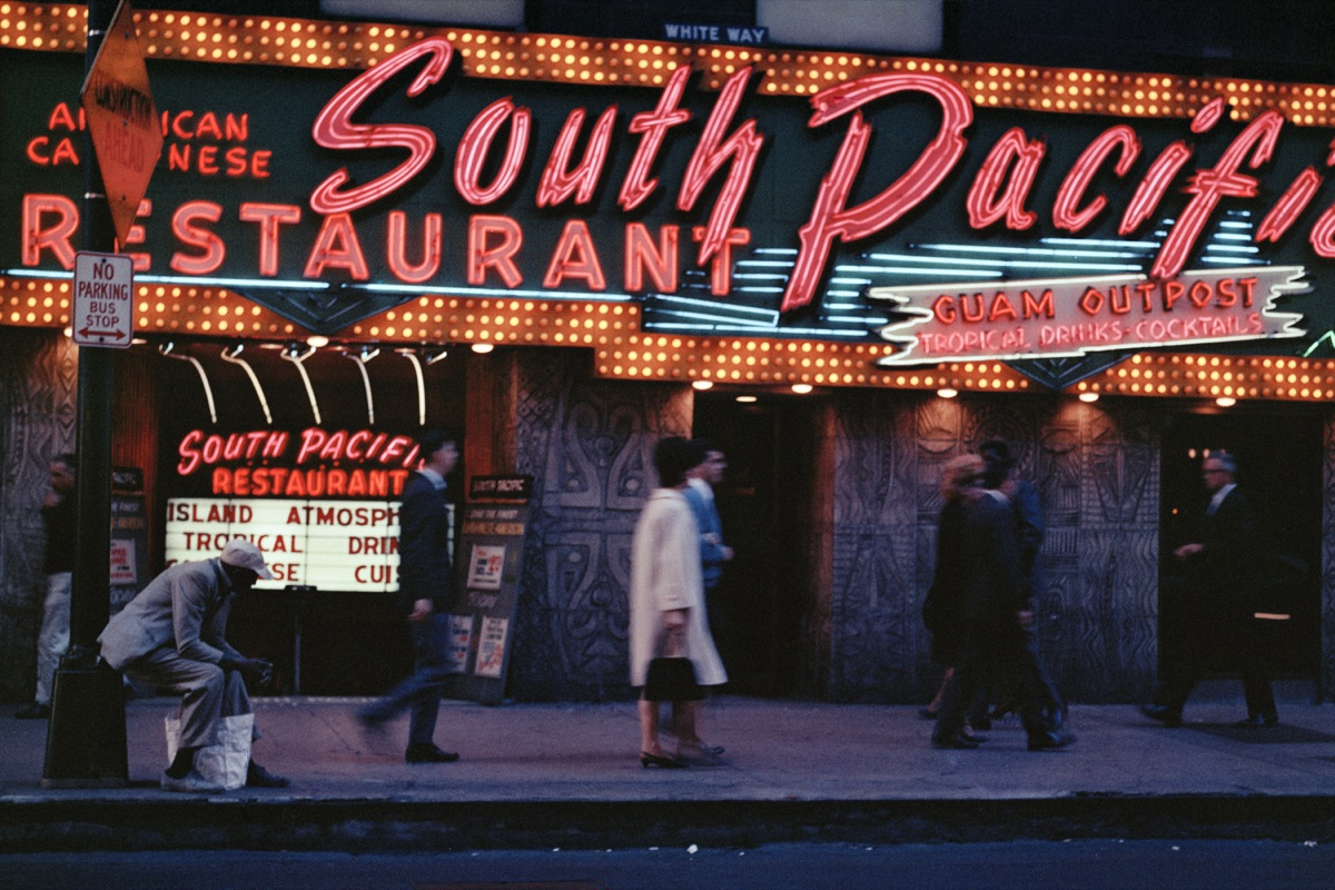 'South Pacific Restaurant, Chicago, 1966' © Mario Carnicelli