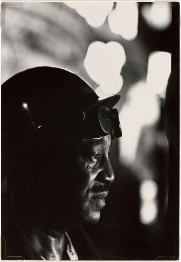 W.Eugene Smith, USA, 1918-1978, Workman in Mill, 1955-1957, gelatin silver print, 33.97 x 23.49 cm, Gift of the Carnegie Library of Pittsburgh, Lorant Collection ©W. Eugene Smith / Magnum Photos