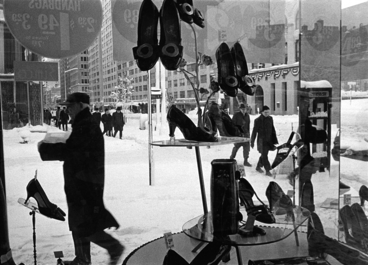 Shoe Store Window, 1969 © HaroldFeinstein, Courtesy Galerie Thierry Bigaignon