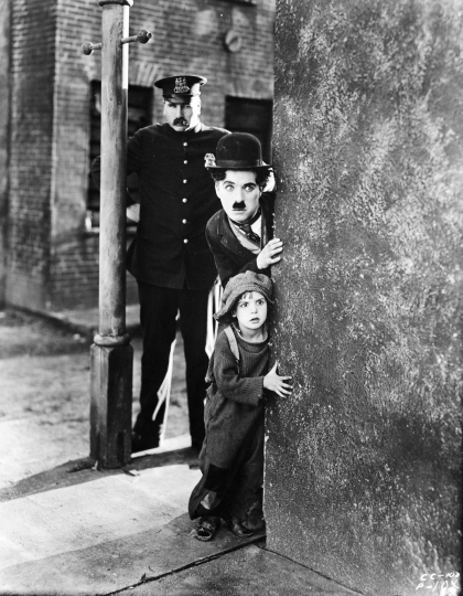 Charlie, Jackie Coogan and Tom Wilson as the policeman, The Kid (First National), 1919-1920 © Roy Export SAS / courtesy Musée de l'Elysée, Lausanne, scan courtesy Cineteca di Bologna