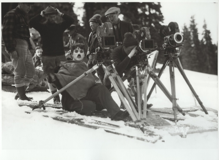Charles Chaplin on the set of The Gold Rush (United Artists) with assistant Eddie Sutherland (left), Truckee, California, April 1924 © Roy Export Co. Ltd / courtesy Musée de l'Elysée, Lausanne, scan courtesy Cineteca di Bologna