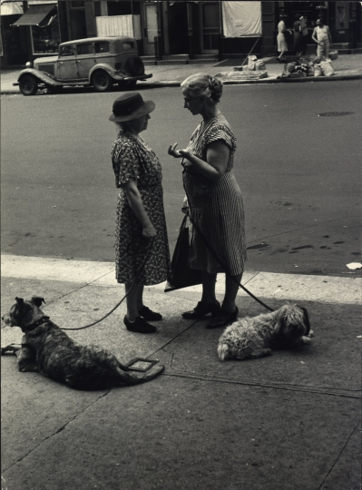 East End Avenue, New York City, 1950 © Dan Weiner, Courtesy Steven Kasher Gallery