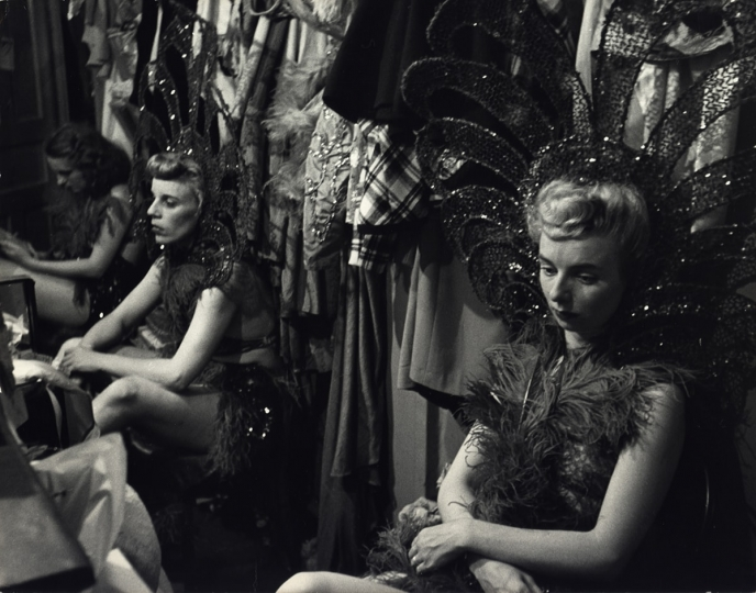 Showgirls, New York City, ca. 1950 © Dan Weiner, Courtesy Steven Kasher Gallery