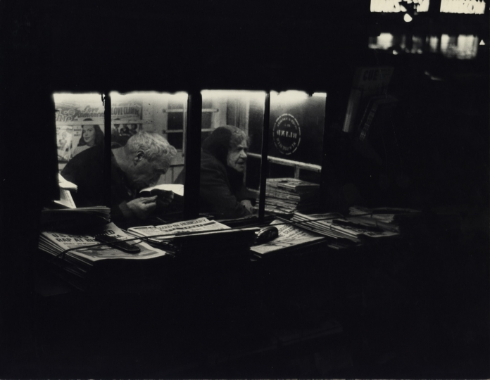 Newsstand, New York City, ca. 1950 © Dan Weiner, Courtesy Steven Kasher Gallery