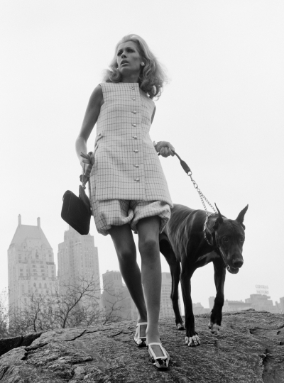 Isa Stoppi at Central Park for Harpe's (sic) Bazaar, New York, 1966 © Ministère de la Culture - France / A.A.J.H.L