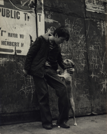 Boy and his dog on the sidewalk, New York City, ca. 1945 © Sandra Weiner