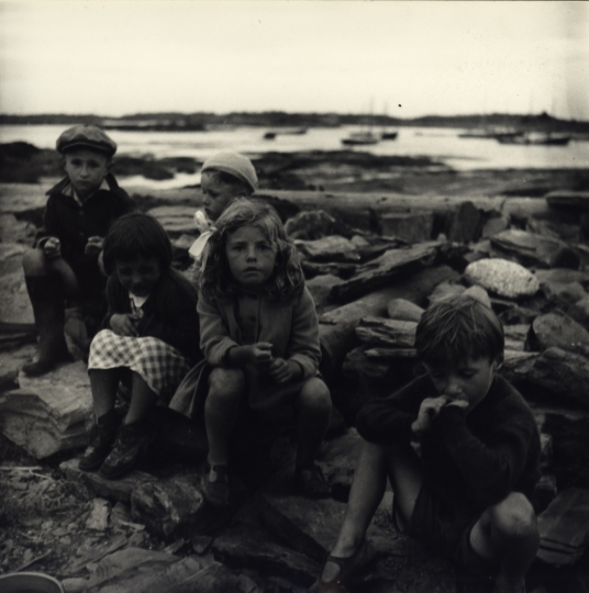 Children sitting on rocks at port, New York City, ca. 1945 © Sandra Weiner