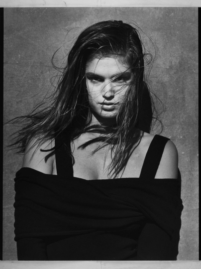 Albert Watson, Blumarine, San Francisco – autunno/inverno 1989/90. Modella: Cindy Crawford. Photo by Albert Watson