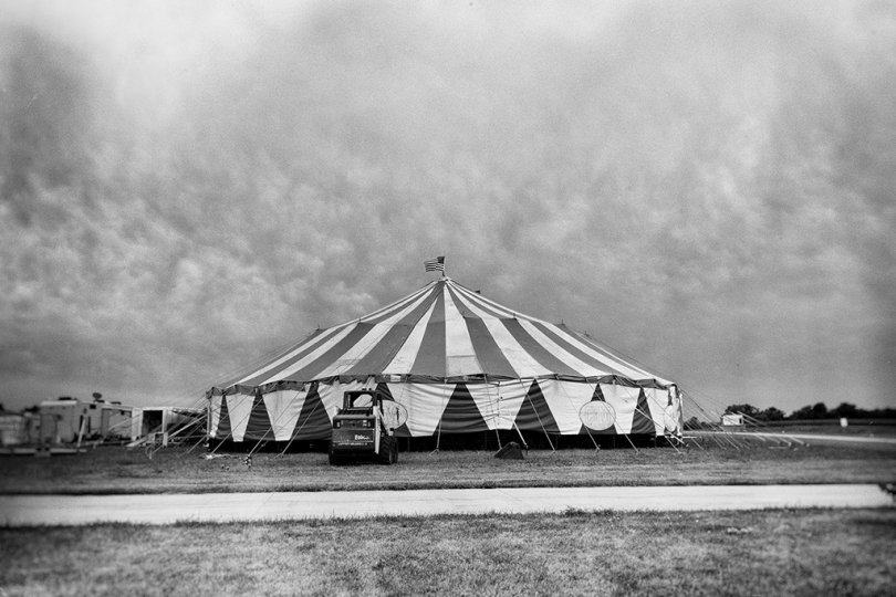 'Below the Big Top' / 'Sous le Chapiteau' © Lieh Sugai