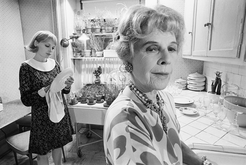 Mia Farrow as Rosemary Woodhouse and Ruth Gordon as Minnie Castevet - Photo by Bob Willoughby © MPTV Images / Reel Art Press
