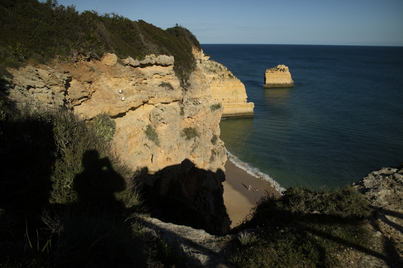 April 30, 2018, The Algarve, Portugal: Portugal's rugged southern coast in the Algarve region has charming villages, active towns, and beautiful beaches. Praia da Marinha. © ALLAN TANNENBAUM