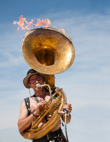 David Silverman playing the flaming tube, 2007 © Philip Volkers