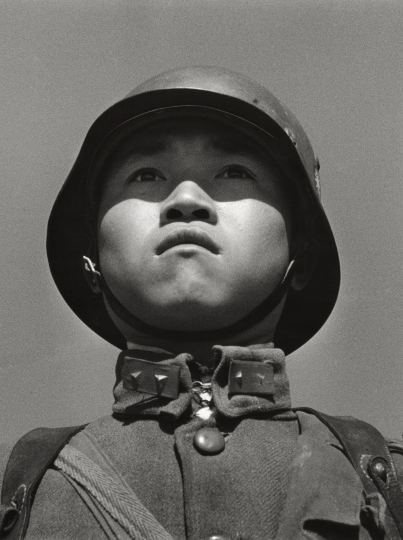 Robert Capa: Chinese boy soldier in helmet, 1938 © International Center of Photography / Magnum Photos