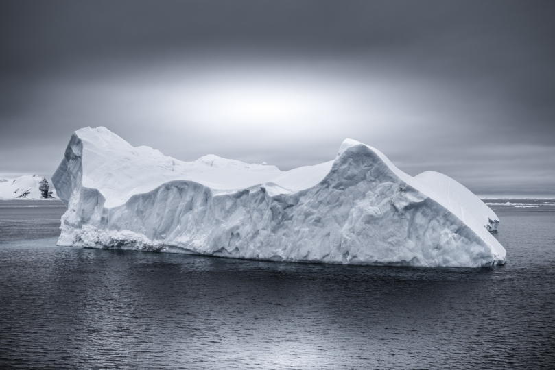 Drifting Away, Antarctica © Tom Jacobi