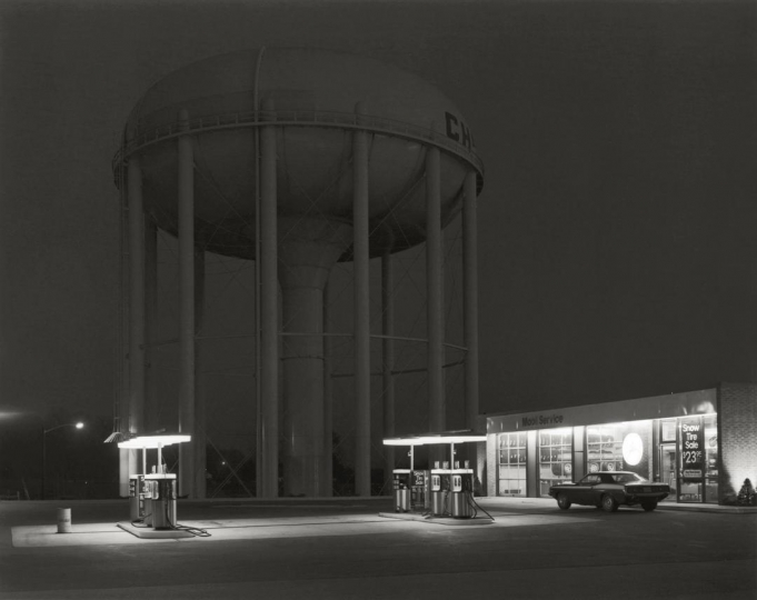 Petit's Mobil Station, Cherry Hill, New Jersey, 1974 © George Tice