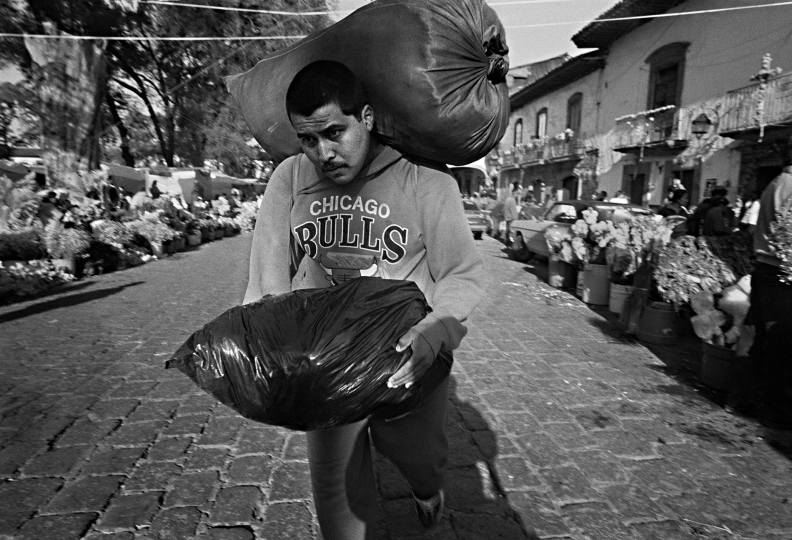Mexico Between Life and Death © Harvey Stein. Courtesy of the photographer and Kehrer Verlag publisher.