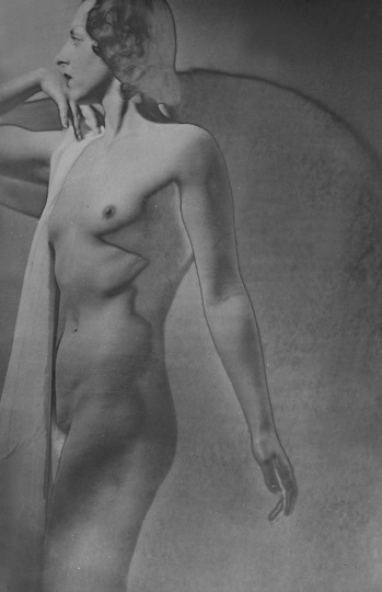 Etude de nu, solarisation Paris, vers 1930 © Laure Albin Guillot / Collections Roger-Viollet