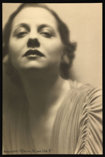 Lucienne Boyer (1901-1983), chanteuse et comédienne Paris, vers 1930 © Laure Albin Guillot / Collections Roger-Viollet