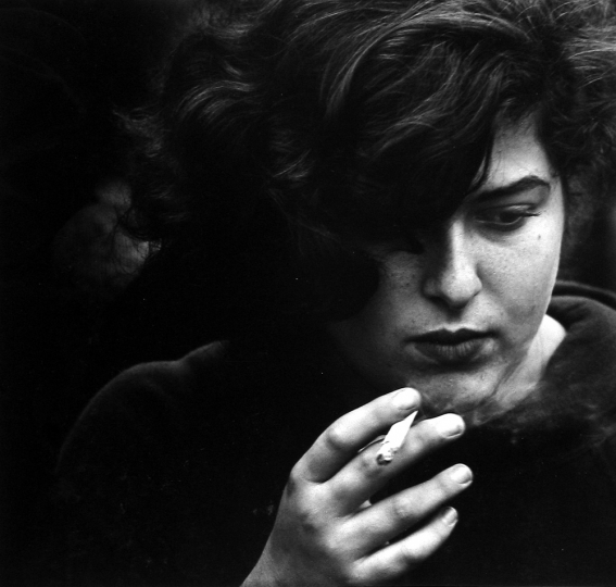 Dave Heath, Washington Square, New York City, 1960 © Dave Heath / Courtesy of Howard Greenberg Gallery, New York, and Stephen Bulger Gallery, Toronto