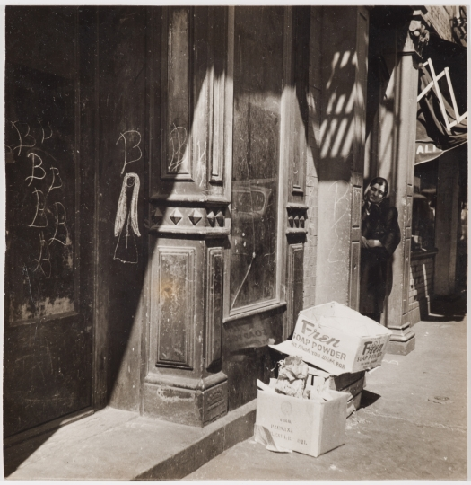 Sid Grossman. Untitled (graffiti, woman and cardboard boxes), ca. 1940. Gelatin silver print. 7 1/4 x 7 1/4 inches. Collection Pérez Art Museum Miami, gift of Charles S. and Elynne B. Zucker. © Estate of Sid Grossman/Courtesy of Howard Greenberg Gallery, NY.
