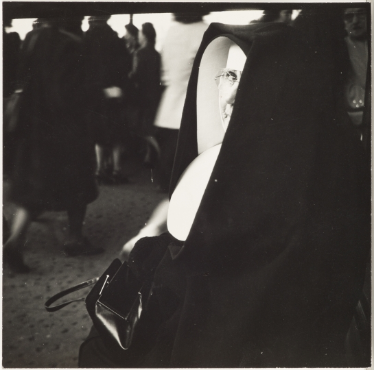 Sid Grossman. Untitled (nun), ca. 1940s. Gelatin silver print. 6 3/4 x 6 3/4 inches. Collection Pérez Art Museum Miami, gift of Steven E. and Phyllis Gross. © Estate of Sid Grossman/Courtesy of Howard Greenberg Gallery, NY.