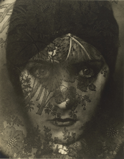 Edward Steichen American, born Luxembourg, 1879–1973 Gloria Swanson, 1924 Gelatin silver print 27.8 x 21.6 cm (10 15/16 x 8 1/2 in.) The J. Paul Getty Museum, Los Angeles © Condé Nast