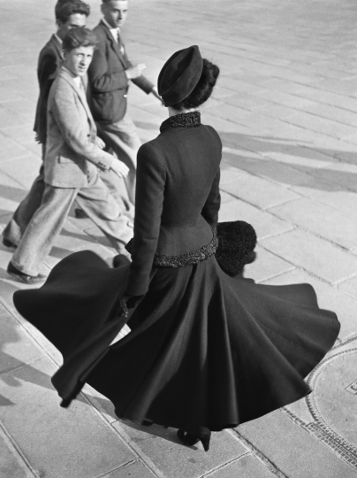 Richard Avedon American, 1923–2004 Renée, the New Look of Dior, Place de la Concorde, Paris, August 1947, negative, 1947; print, 1978 Gelatin silver print 45.7 x 35.5 cm (18 x 14 in.) The Richard Avedon Foundation, New York Copyright © The Richard Avedon Foundation