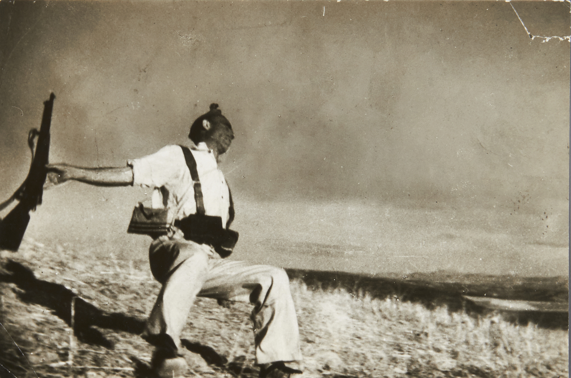 ROBERT CAPA (1913–1954) 'The Falling Soldier' (Loyalist Militiaman at the Moment of Death), Córdoba front, September 5th, 1936 Starting price: € 60.000 / estimate: € 100.000–120.000
