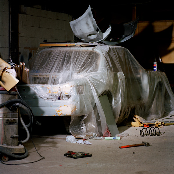 Garage Still #11/2014 - Amsterdam, Analogue C-print, 120 x 120 cm © Jacquie Maria Wessels – Courtesy Galerie Baudelaire