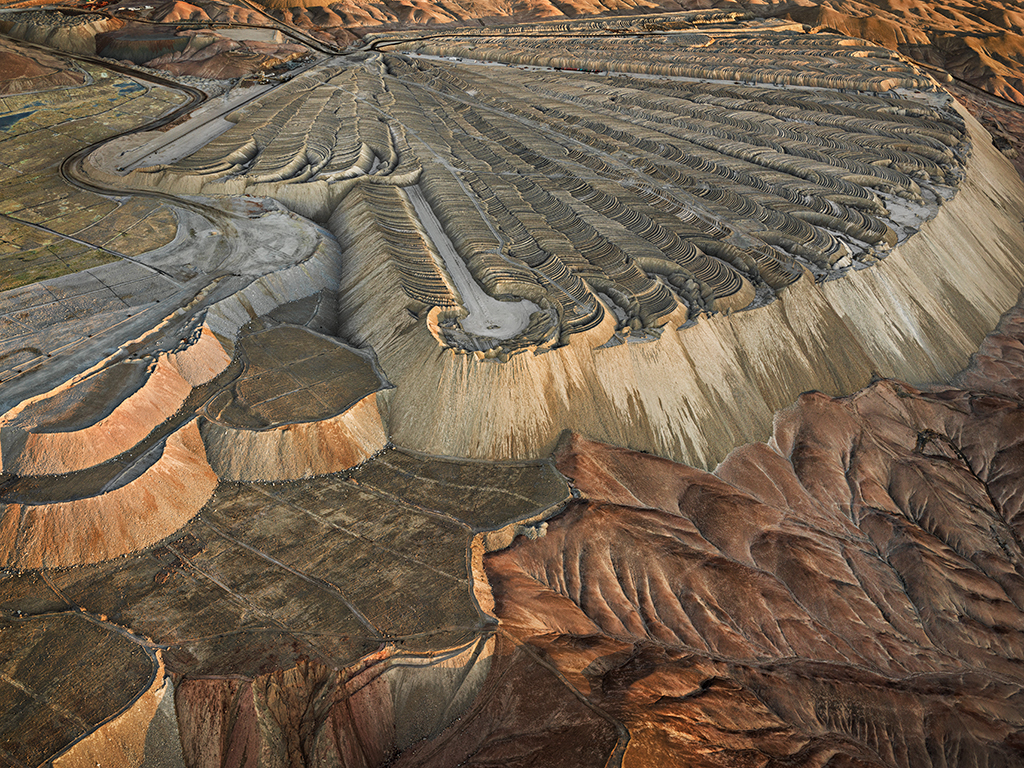 Chuquicamata Copper Mine Overburden #2, Calama, Chile, 2017 (c) Edward Burtynsky, Courtesy of Flowers Gallery, London and Metivier Gallery, Toronto