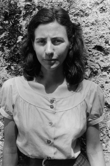 Maria, St. Simons Island, Georgia 1958 © Lee Friedlander, Courtesy Fraenkel Gallery, San Francisco/at Deborah Bell Photographs, New York